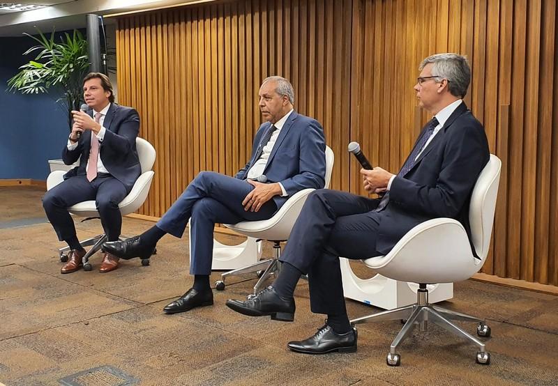 Sócio do escritório, Pedro Capanema, participou nesta manhã de 26/11, do Fórum de Relações Trabalhistas da Associação Brasileira de Recursos Humanos – ABRH, sediado no centro de convenções da Firjan